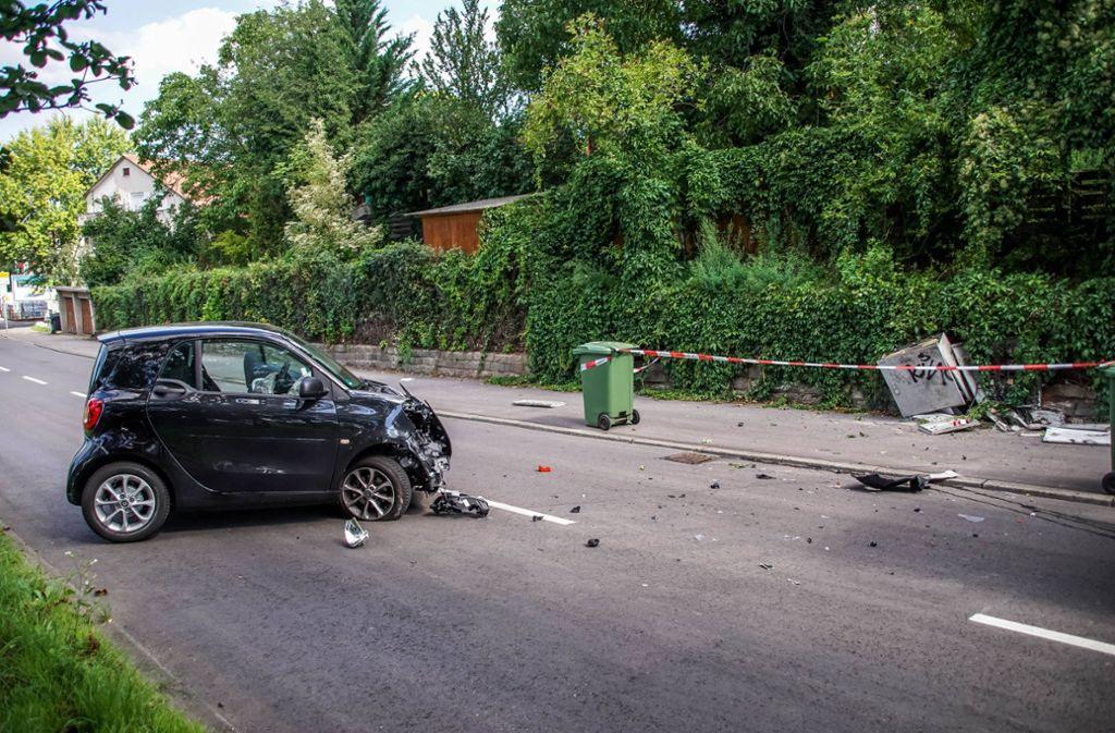 Die Fahrerin rammte den Stromverteilerkasten, nachdem sie von der Fahrbahn abgekommen war. Foto: