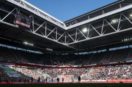 Konzert mit 13.000 Besuchern im   Fußballstadion verschoben