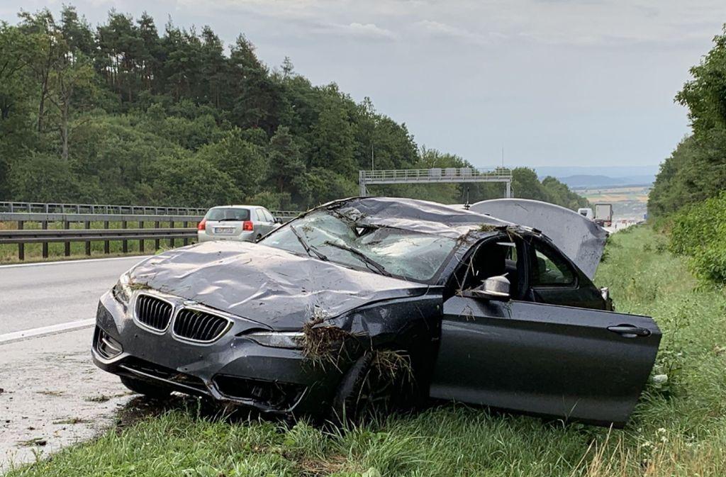 Der BMW rutschte auf der nassen Fahrbahn der A81  bei Herrenberg von der Straße ab. Foto: SDMG