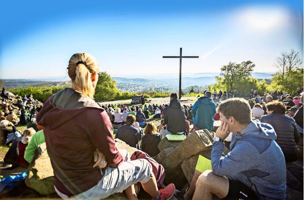 Kirche im Grünen am Ostersonntag 2019 auf dem Birkenkopf: In diesem Jahr werden diese und andere Gottesdienste nicht stattfinden. Foto: Lichtgut//Julian Rettig