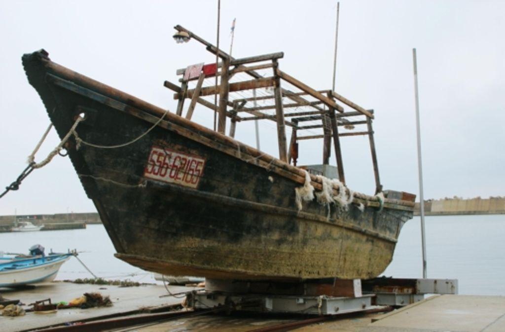 Ein Boot mit unbekannter Nationalität in Wajima, Japan. Foto: AP