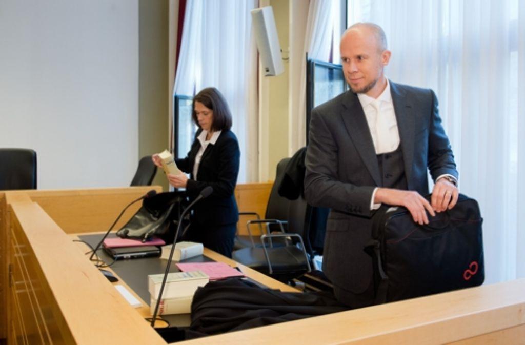 Wir haben erklärt, welche weiteren Beweisanträge wir für erforderlich halten, sagte Staatsanwalt Clemens Eimterbäumer (rechts) nun im Wulff-Prozess. Foto: dpa/Archivfoto