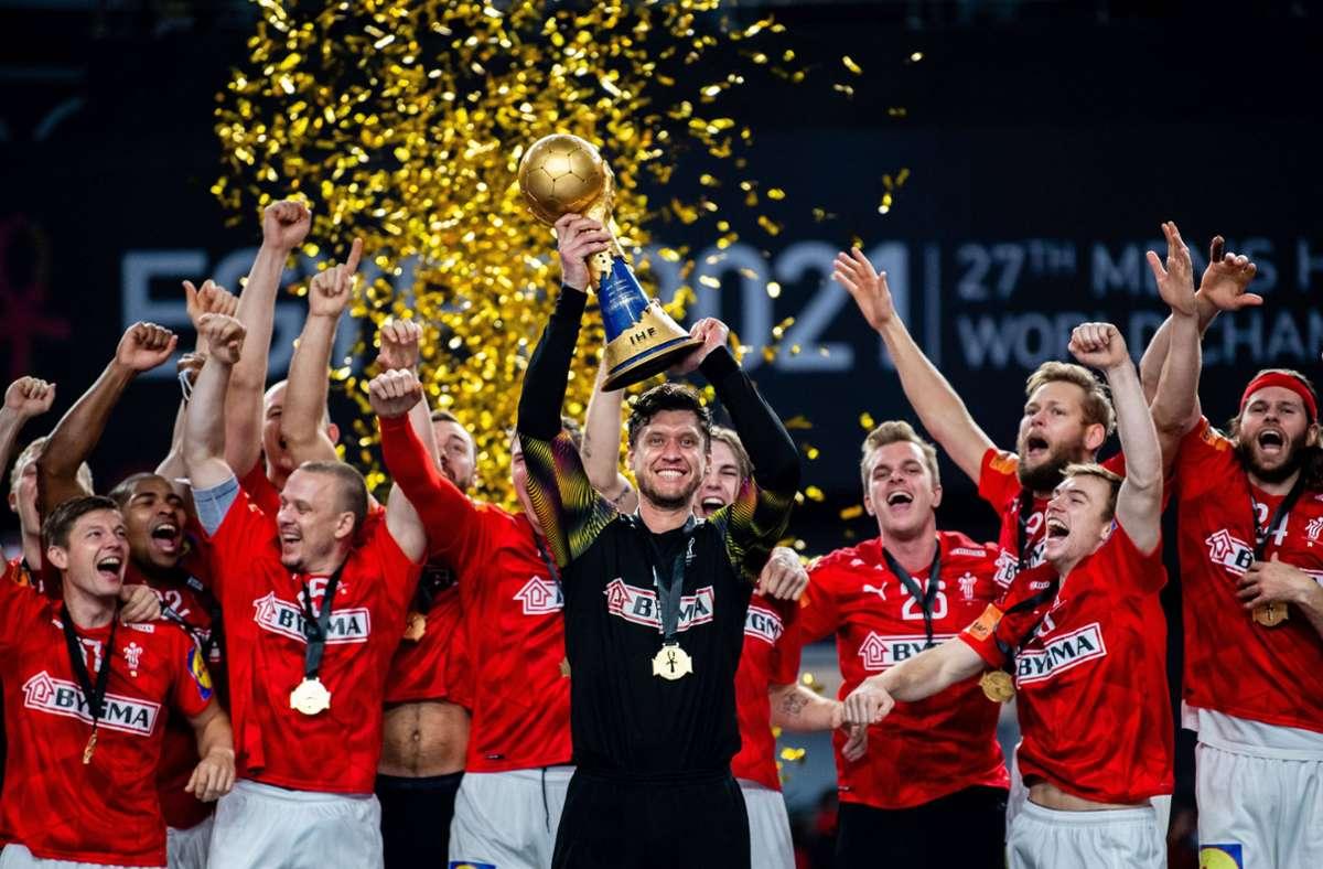 WM-Jubel im Konfettiregen – und der dänische Weltklasse-Keeper Niklas Landin steht im Mittelpunkt. Foto: imago/Mathias Bergeld.