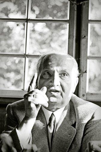 Der Philosoph Martin Heidegger in seinem Haus in Todtnauberg im Januar 1966 Foto: