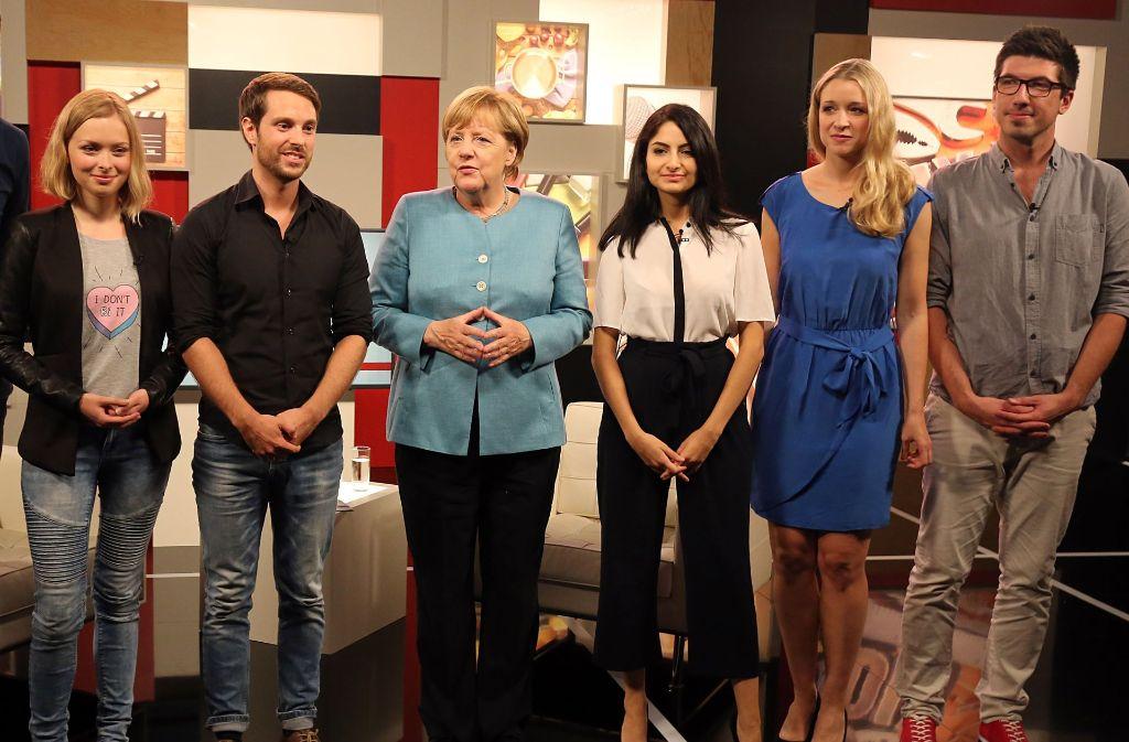 Eine Stunde lang durften vier YouTuber Bundeskanzlerin Angela Merkel im YouTube-Studio in Berlin interviewen. Foto: dpa