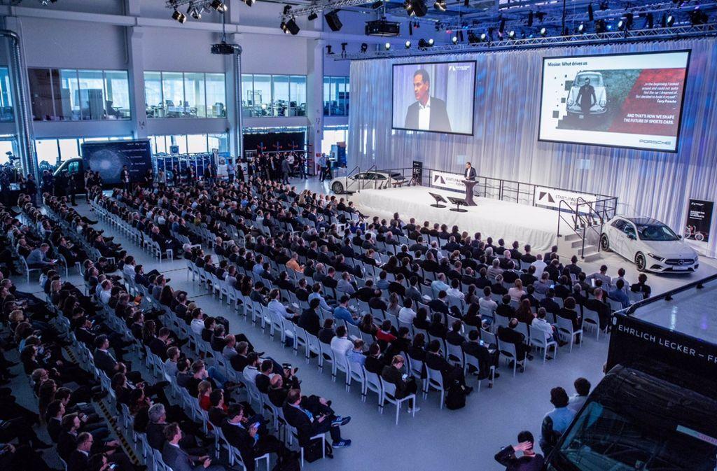 In der voll besetzten Halle des Forschungszentrums Arena 2036 sprach Porsche-Chef Oliver Blume über Innovation in seinem Unternehmen. Foto: Start-up Autobahn