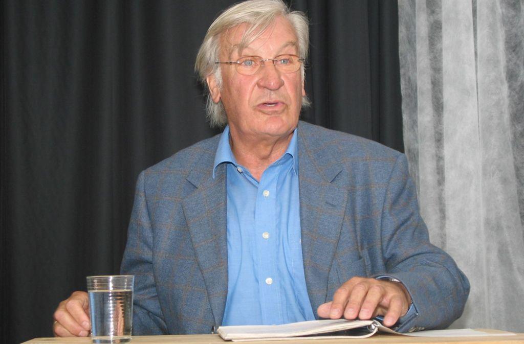 So kannte  und liebte das Stuttgarter Publikum seinen Staatsschauspieler: Wolfgang Höper bei einer Lesung im Jahr 2005. Foto: Factum-Weise//Eva Herschmann