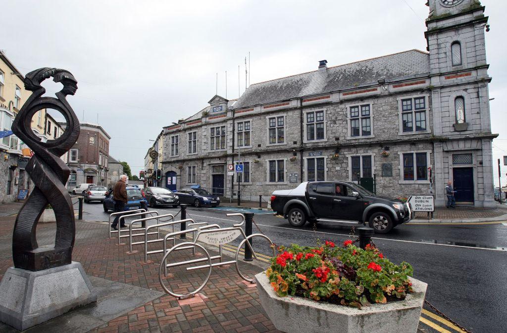 """Tuam im County Galway gilt als beschaulicher Ort. Es gibt in der westirischen 3000-Einwohner-Gemeinde einen Spruch, der besagt: Wenn eine Person aus Tuam stirbt und zum Himmelstor kommt, dann wird der Engel sagen: 'Dir wird es hier nicht gefallen, es ist nicht Tuam'"""". Foto: AFP"""