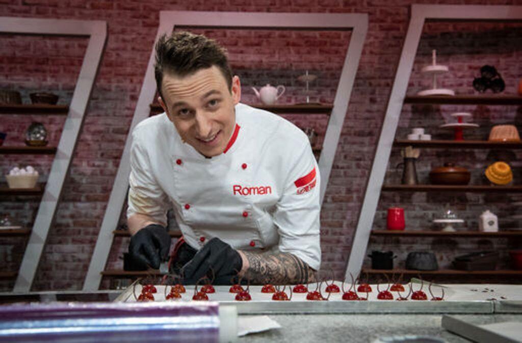 Roman Schäfer, Chef-Patissier im Stuttgarter Sternerestaurant Speisemeisterei, präsentiert in der Show Pralinen. Foto: ProSiebenSat.1 /Clarissa Schreiner