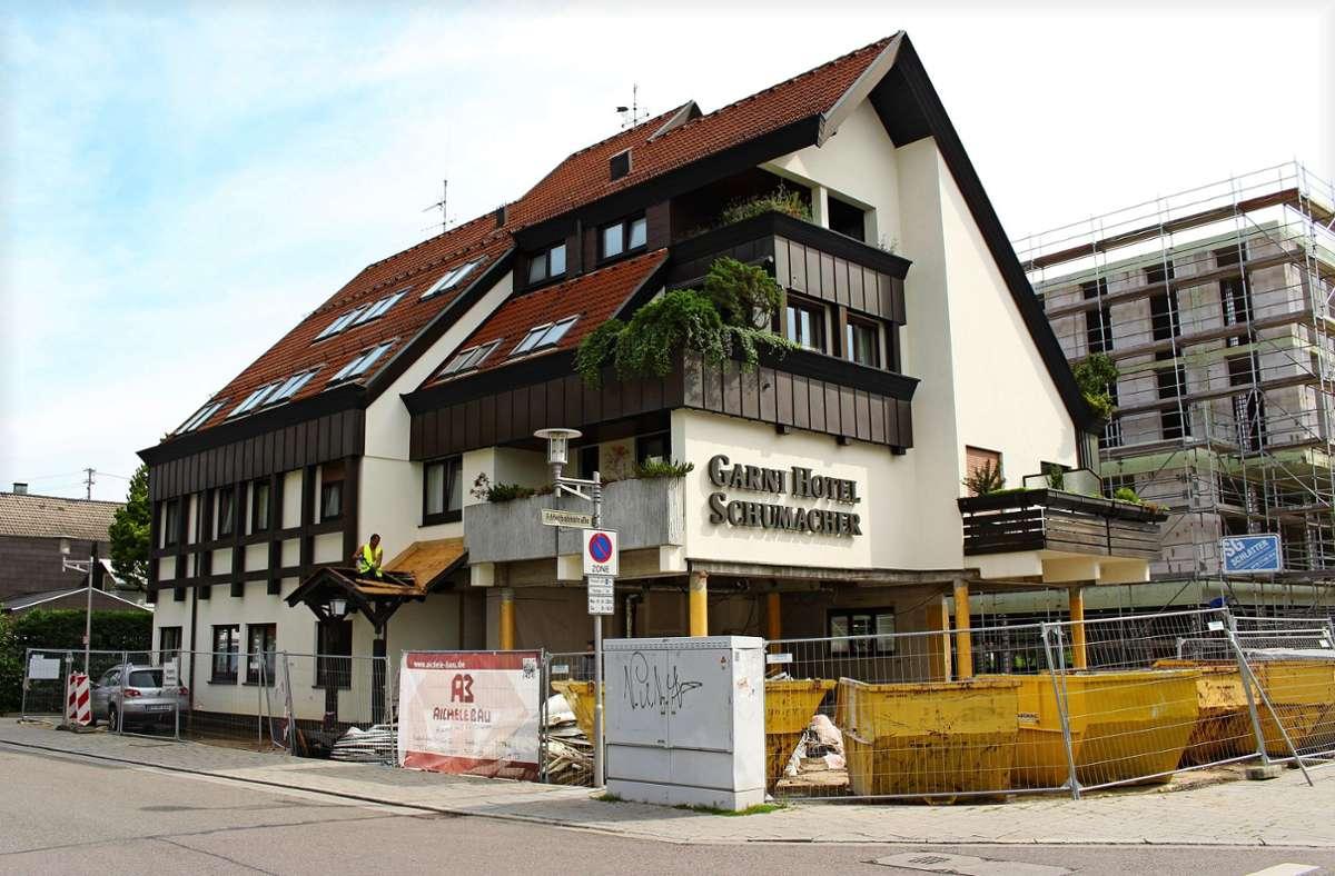 Noch wird das Garni-Hotel Schumacher an der Ecke Volmar- und Filderbahnstraße umgebaut. Das Café in dem Hotel soll im ersten Quartal 2022 eröffnen. Foto: Caroline Holowiecki