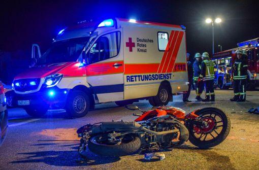 Motorrad von Auto erfasst - 17-Jähriger stirbt