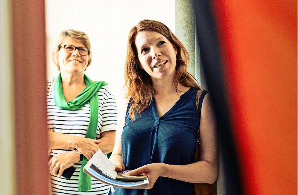 Anna Christmann (rechts) findet das Klinkenputzen spannend. Foto: Lichtgut/Ecker