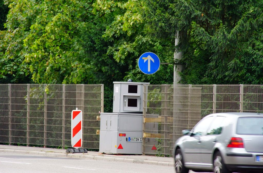 Der Blitzer steht schon. Vom 6. September an gilt Tempo 40 am Neckartor in Stuttgart. Foto: Andreas Rosar