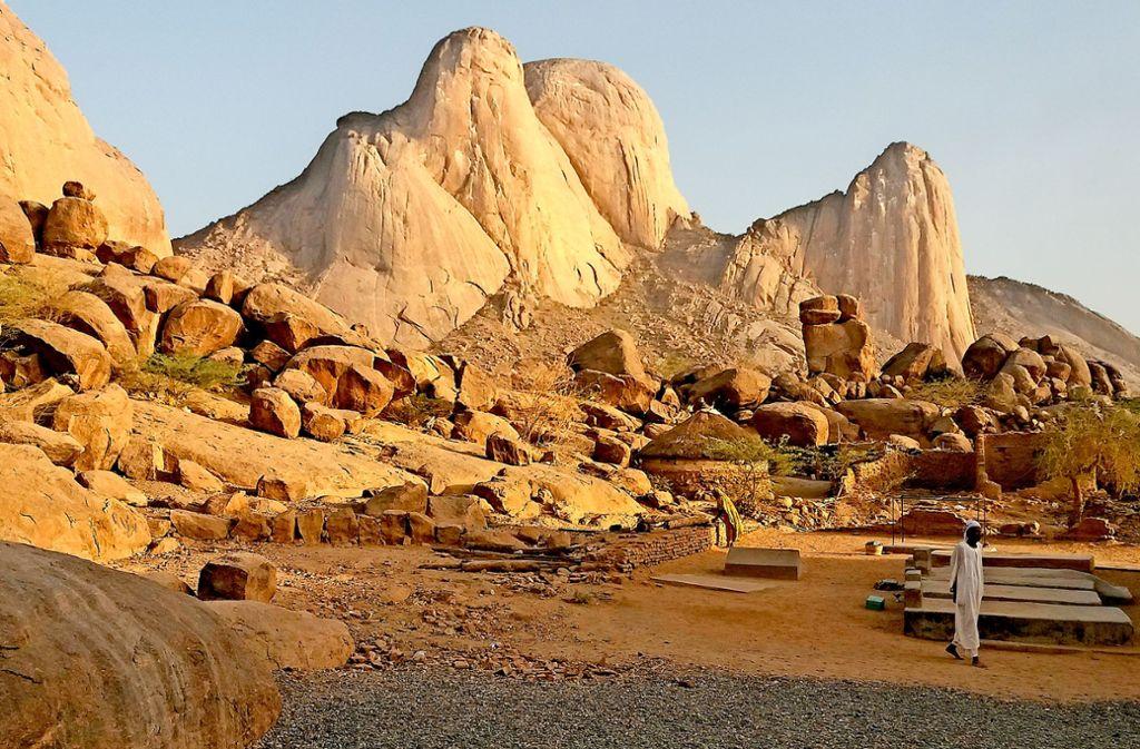 Sudan traditionell: In den Ausläufern der Stadt Kassala begeistern Granitfelsen. Foto: Michael Werner
