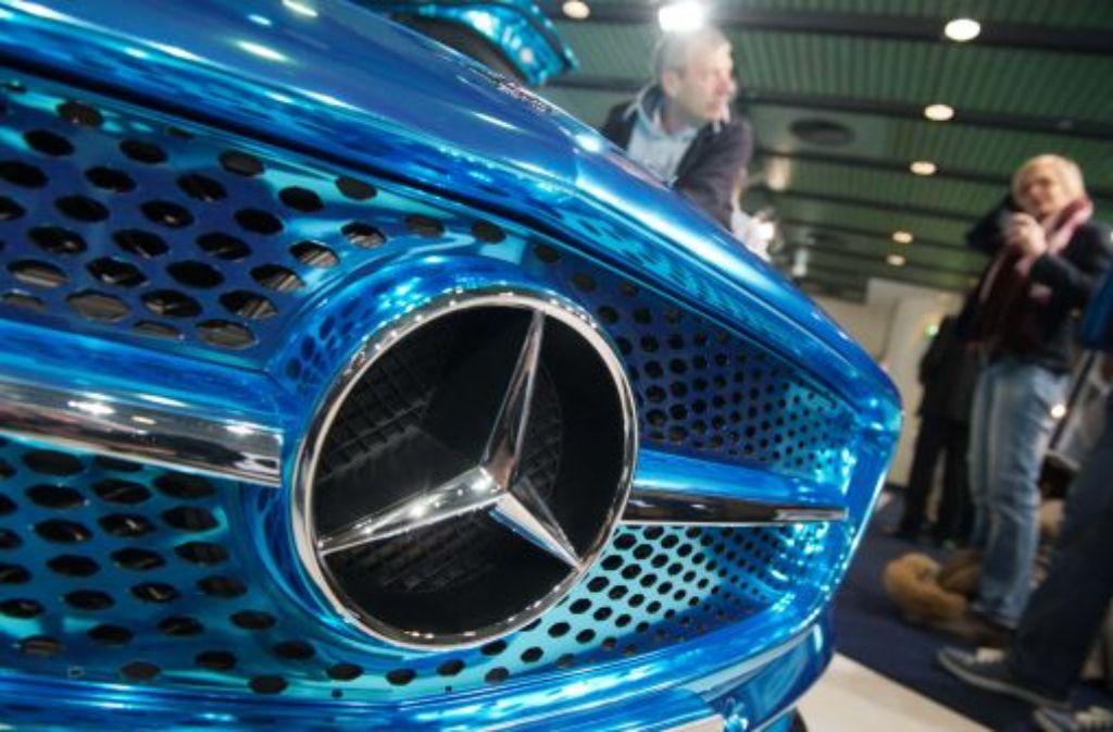 Daimler will das Geschäft mit Autos künftig sauberer von dem mit Lkws trennen - und ordnen dazu seine Strukturen neu. Foto: dpa