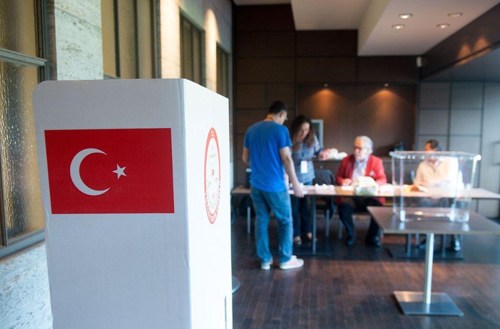 Während in der Türkei am 24. Juni abgestimmt wird, haben die Türken in Deutschland, Frankreich und Österreich bereits ab Donnerstag die Möglichkeit zur Stimmabgabe. Foto: dpa