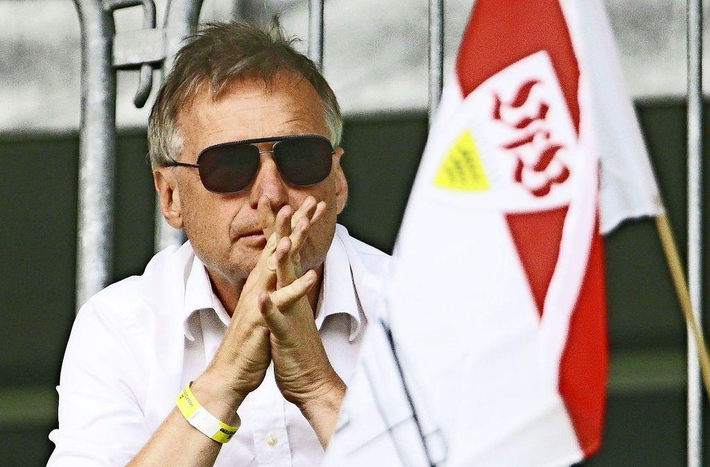 Expertenblick: Michael Reschke sieht im Testspiel gegen Real Betis ein VfB-Team, das noch gefestigt werden muss. Foto: Baumann