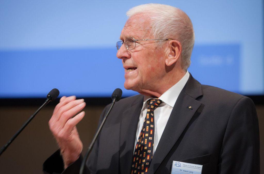 Der Vorsitzende von Haus & Grund, Stuttgarts ehemaliger Erster Bürgermeister Klaus Lang, kritisiert OB Fritz Kuhn (Grüne) und den Gemeinderat für die geringe Neubauquote. Statt 1800 Wohnungen im Jahr müssten mehr als 5000 entstehen, um den Bedarf zu decken. Foto: StZ