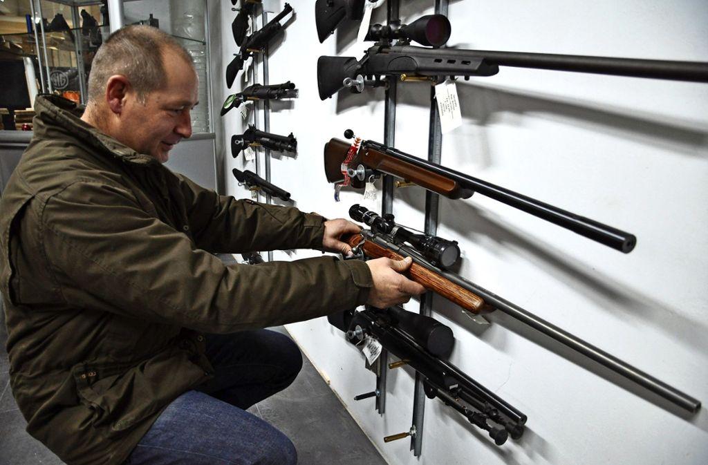 In Steinenbronn werden auch Waffen verkauft und gewartet. Foto: Claudia Leihenseder