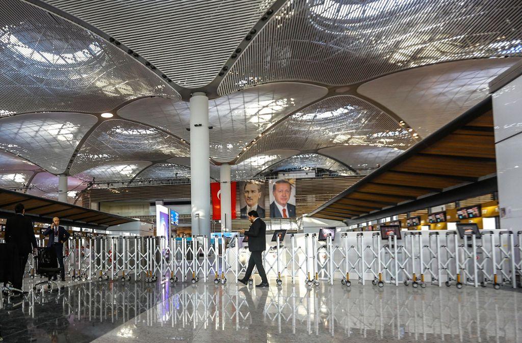 Zur Eröffnung glänzte am Flughafen Istanbul noch alles – inzwischen klagen Passagiere über bröckelnde Bodenplatten und schmutzige Toiletten. Foto: dpa