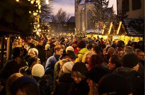 Gedränge gehört zum Weihnachtsmarkt wie Glühwein und Bratwurst. Foto: Gottfried Stoppel