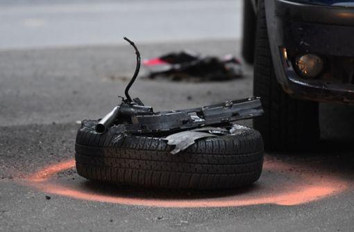 Spektakulärer Unfall nach mutmaßlichem Autorennen