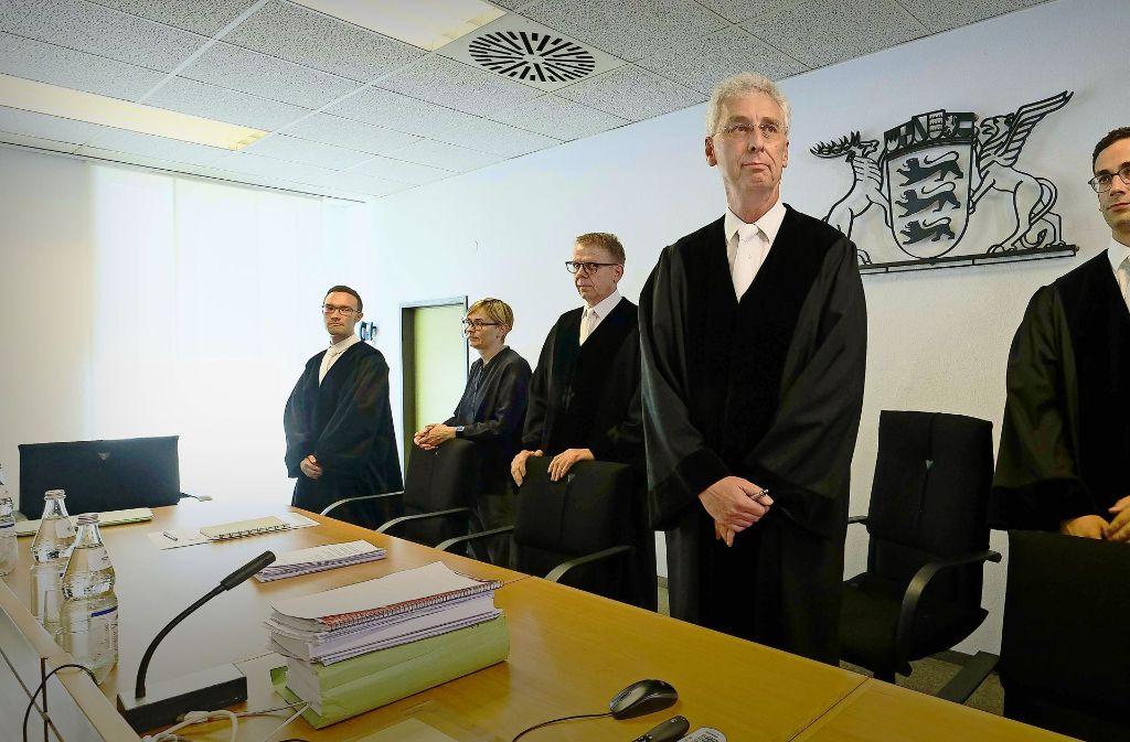 Die 13. Kammer des Verwaltungsgerichts mit dem Vorsitzenden Richter Wolfgang Kern (2. v. r.) hat geurteilt.   Rasche Fahrverbote sind demnach möglich. Foto: Lichtgut/Leif Piechowski