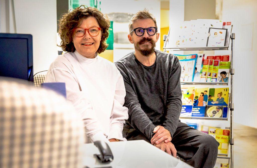 Christina Heiligensetzer und ihr Mann Alf Setzer vor ihren Materialien. Foto: Lichtgut/Julian Rettig