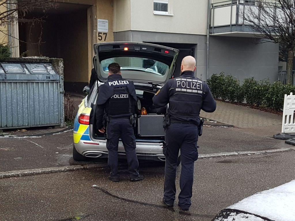 Die Polizei ist mit elf Streifenwagen im Einsatz. Foto: SDMG/Gress