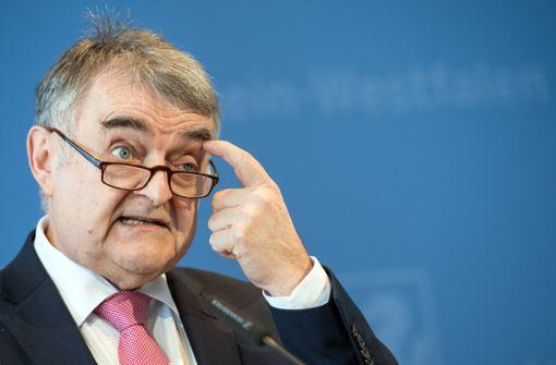 NRW-Innenminister Reul entschuldigt sich
