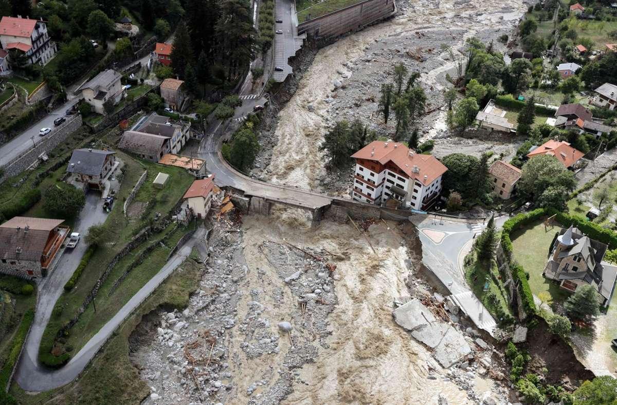 Das Bild zeigt die schweren Schäden im französischen Saint-Martin-Vésubie Foto: dpa/Valery Hache