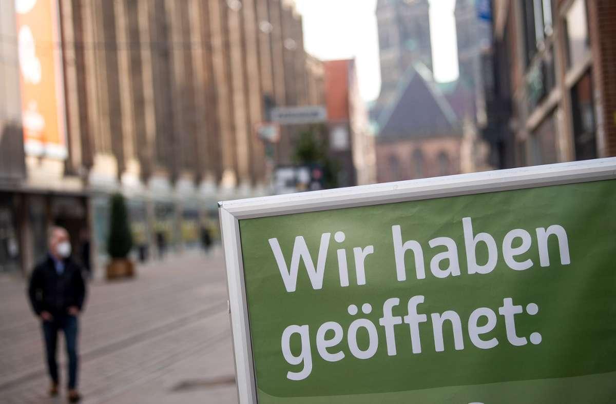 In diesem Beitrag zeigen wir, welche Coronaregeln in den Stadt- und Landkreisen in Baden-Württemberg gelten. Foto: dpa/Sina Schuldt