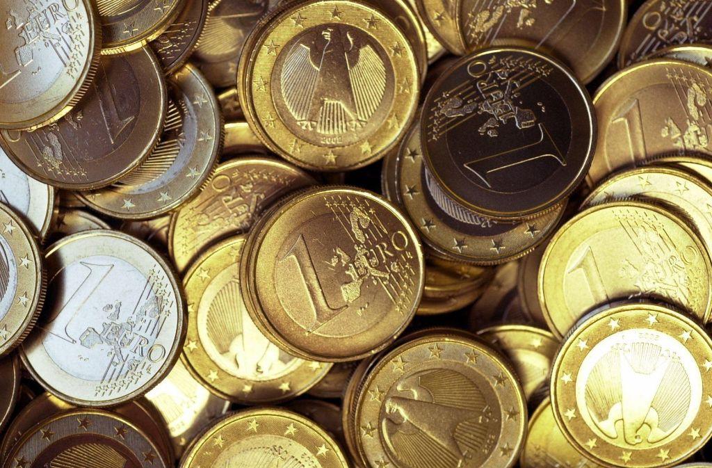 Jeder Euro zählt: Die Stadt Ebersbach möchte  ihre Ausgaben und  Einnahmen ins Lot bekommen, aber die Schulden wachsen noch weiter bis 2019. Foto: dpa
