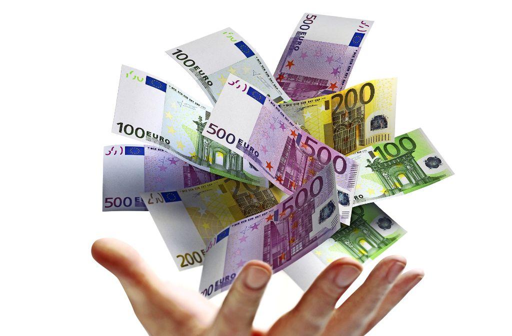 Mit vollen Händen das Geld ausgeben: Das wird seit der Finanzkrise selbst für die Banken immer schwieriger. Foto: psdesign1/AdobeStock