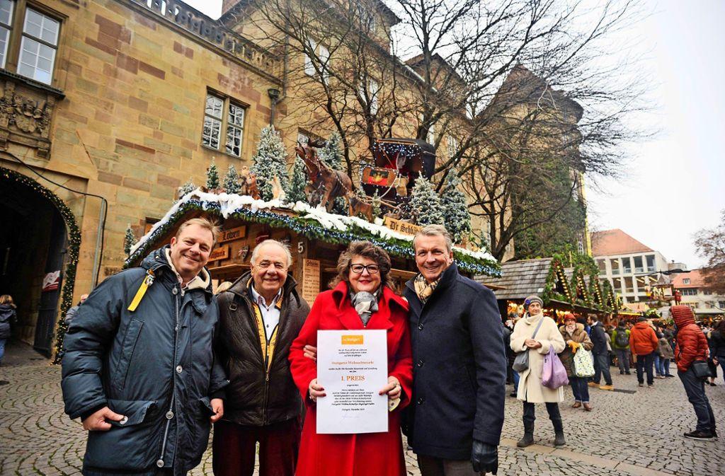 Herbert und Christine Winkle vor ihrem  Stand. Eingerahmt werden sie von Marcus Christen (li.) und Andreas Kroll  von  in.Stuttgart Foto: Lg/Max Kovalenko