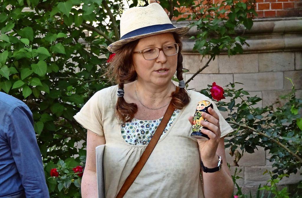 Annik Aichers  Matrjoschka symbolisiert die drei Russsinnen am Königshof. Foto: Sybille Neth