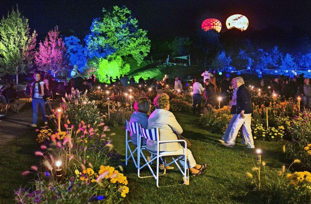 Die Geübten unter den Festbesuchern haben ihr Mobiliar zum Sommernachtsfest in Rechberghausen gleich mitgebracht. Foto: Horst Rudel