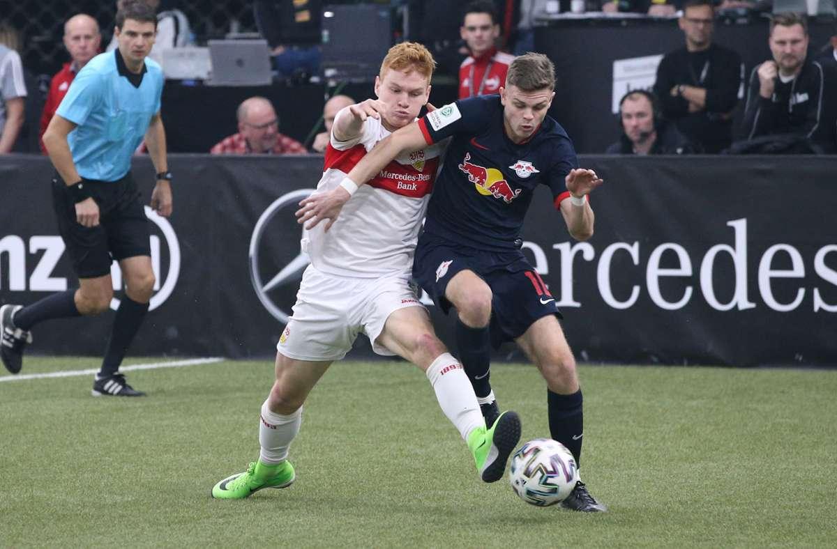 Beim Junior-Cup 2020 scheiterte der VfB (mit David Hummel, li.) im Halbfinale am Nachwuchs von  RB Leipzig (mit Fabrice Hartmann). Foto: Baumann