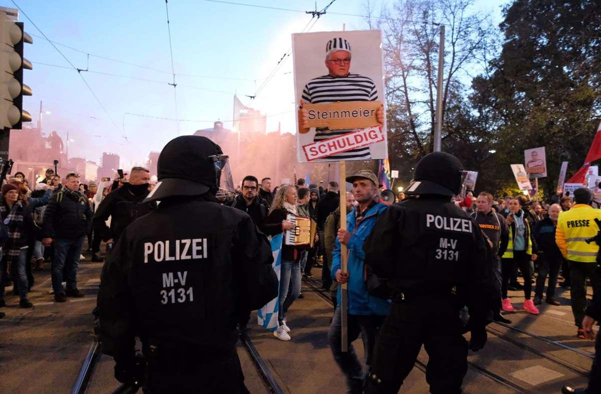 Doch ein Gericht erlaubte die Kundgebung in der Stadt. Foto: DPA