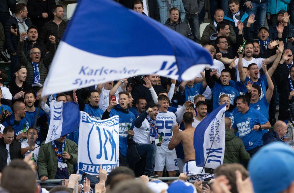Fans der Karlsruher SC werden künftig die zweite Mannschaft des Zweitligisten bilden. Foto: Bongarts/Getty Images