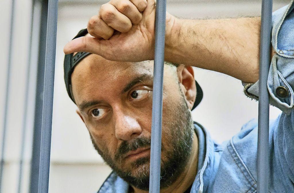 Kirill Serebrennikow am 23. August bei seiner Anhörung in Moskau – hinter Gittern Foto: AP
