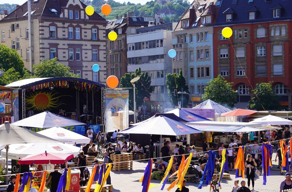 Bunt, fröhlich, friedlich – so präsentiert sich das Marienplatzfest bei seinem Auftakt am Donnerstag. Foto: Lichtgut/Metehan Demirkaya