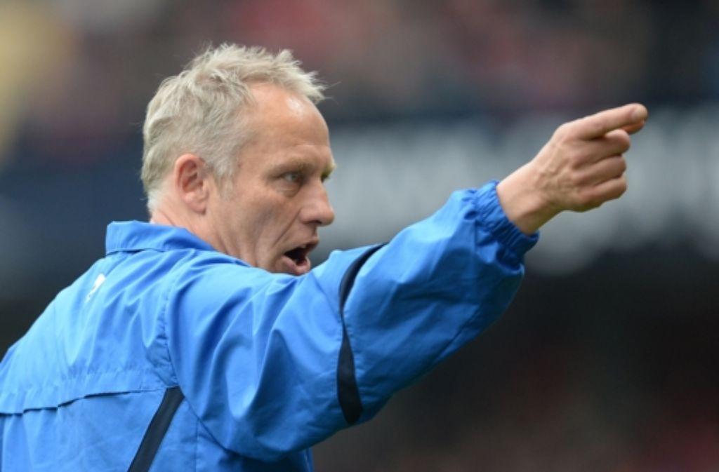 FC-Trainer Streich rät Oliver Baumann von einem Wechsel nach Hoffenheim ab. Foto: dpa