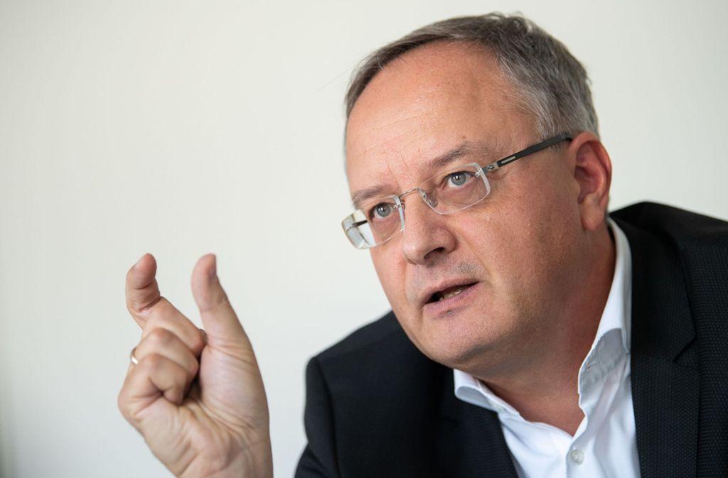 SPD-Fraktionschef Andreas Stoch hält den Sachverhalt für eindeutig. Foto: dpa/Sebastian Gollnow