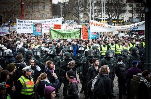 Mit massiver Polizeipräsenz wurde Anfang März eine Demo von Bildungsplan-Gegnern in der Innenstadt geschützt. Foto: Achim Zweygarth