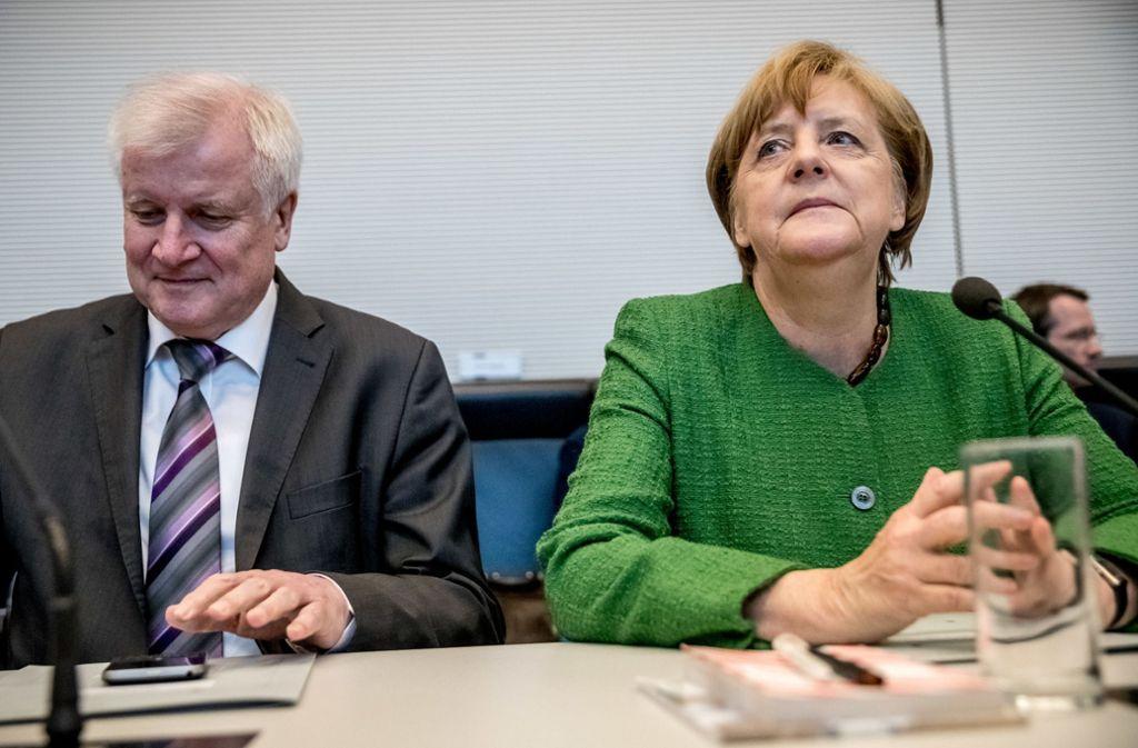 Horst Seehofer und Angela Merkel sind sich derzeit gar nicht grün. Foto: dpa