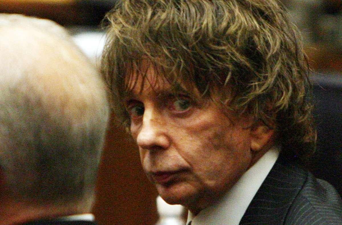Phil Spector unter Mordanklage während eines Gerichtsprozesses Foto: AFP/Gabriel Bouys