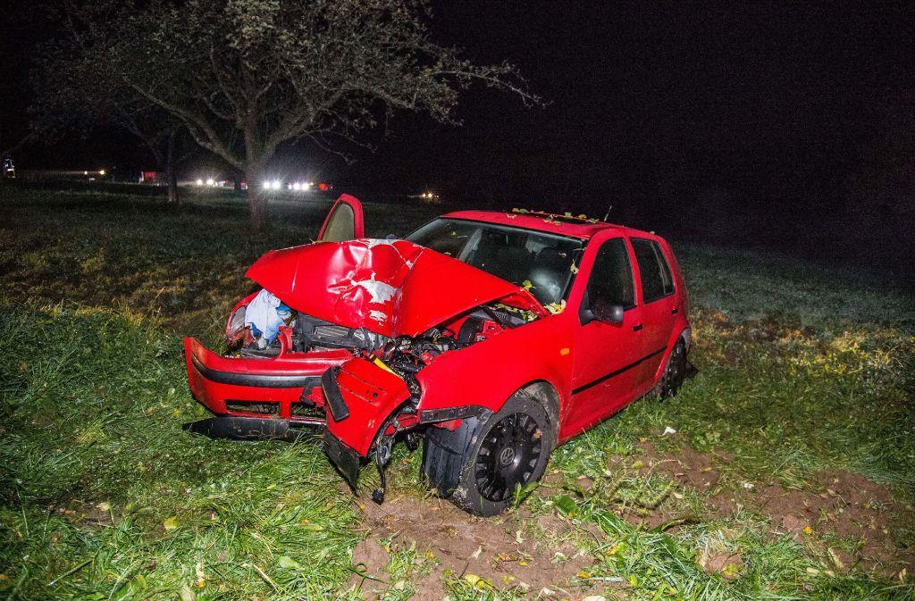 Der VW Golf nach dem Unfall am Mittwochabend. Foto: SDMG