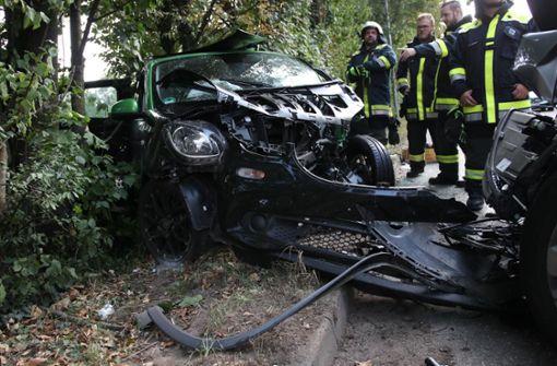70-jähriger Autofahrer kracht in Smart – Zwei Schwerverletzte