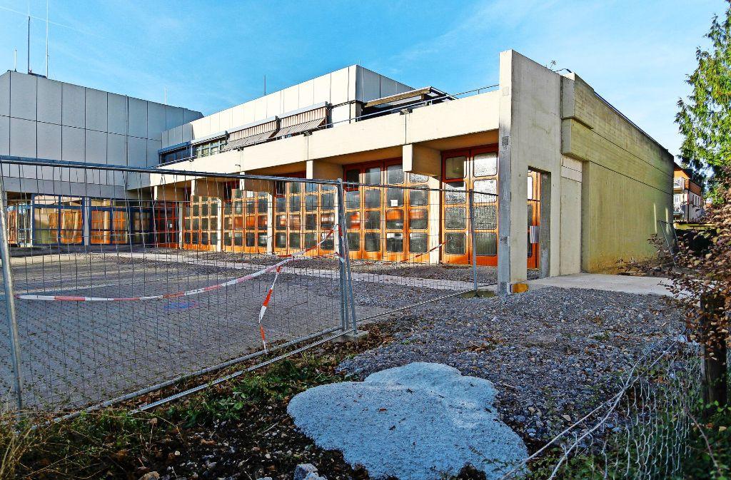 """Vor den Toren der Fahrzeughalle lässt sich schon ganz gut erkennen, wie weit das Gebäude  sich """"ausdehnen"""" wird. Foto: factum/Granville"""